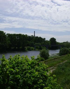 Расположение на берегу реки Клязьма