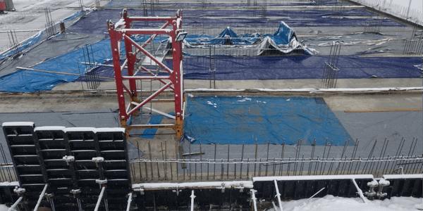23.11.2020 Корпус №2: Ведутся работы по бетонированию фундаментной плиты подземной автостоянки