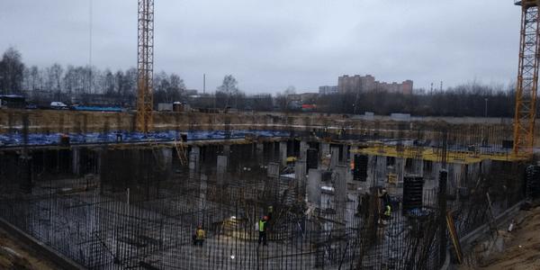 30.11.2020 Корпус №1: Ведутся работы по армированию и бетонированию вертикальных несущих конструкций подземной автостоянки