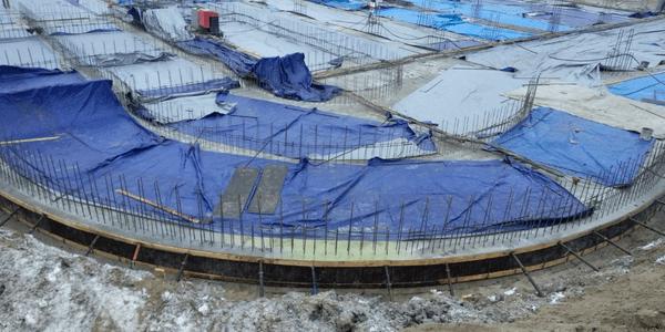 30.11.2020 Корпус №2: Ведутся работы по бетонированию фундаментной плиты подземной автостоянки